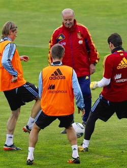 Spain training with Head Coach Vicente del Bosque